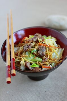 Yakisoba (Japanese Fried Noodles/焼きそば) recipe - Yakisoba is pretty much the Japanese version of Chinese chow mein, but there is a certain appeal about yakisoba—the ramen noodles and the sharp-flavored benishoga (picked ginger strips) make yakisoba a bright-tasting noodle dish.  We love yakisoba and since we have left Japan, I make it at home in Indiana.