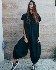 The loose solid color jumpsuits with short sleeve and wide legs is a good choice of fashion in summer. jumpsuit casual,jumpsuit outfit work,how to wear jumpsuit,casual jumpsuit outfit fall Fashion Mode, Look Fashion, Daily Fashion, Fashion Trends, Spring Fashion, Fashion Fashion, Korean Fashion, Fashion Ideas, Looks Street Style