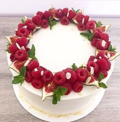Fruit cake design food Ideas for 2019 Cute Cakes, Yummy Cakes, Beautiful Cakes, Amazing Cakes, Food Cakes, Cupcake Cakes, Cake Decorated With Fruit, Fruit Cake Design, Fresh Fruit Cake