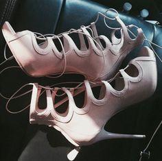 Nude heels @KortenStEiN