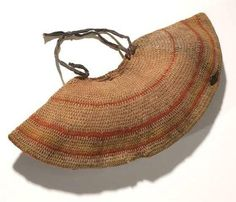 Yoke-shaped dilly bag from Boulia in south-western Queensland, made from woolen blanket thread covered with the remnants of a red-brown ocher coating collected in 1905