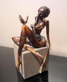 La dame à l'oiseau (1 de 24) par Joan Côté, artiste présentement exposée aux Galeries Beauchamp. www.galeriebeauchamp.com