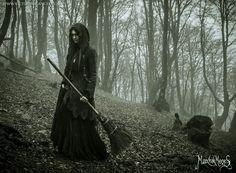 Forest witch by Edmundo Saiz.