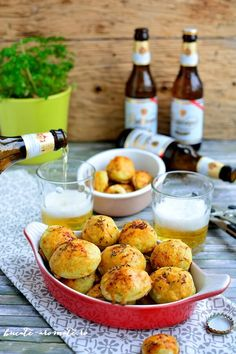 Crochete de cartofi cu caşcaval la cuptor Food Wishes, Weekly Menu, Pretzel Bites, Foodies, Biscuits, Food And Drink, Bread, Baking, Drinks