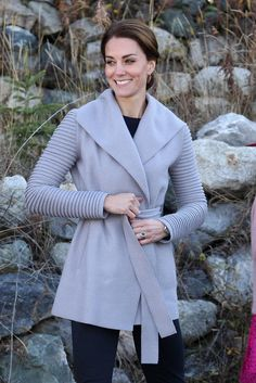 Kate Middleton's Wrap Coat Is Out of Our Price Range, But These Equally Cozy Picks Aren't Estilo Kate Middleton, Kate Middleton Outfits, Kate Middleton Style, Kate Middleton Pictures, Southern Fashion, Herzog, Wrap Coat, Royal Fashion, Women's Fashion