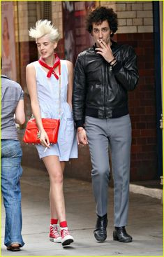 Agyness Deyn fashion pinned by Agnes Deyn, Junior Fashion, Layering Outfits, Bike Style, Fashion Couple, Converse, Style Snaps, Her Style, Celebrity Style