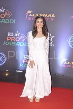 Alia sings the National Anthem at Pro Kabaddi final! | PINKVILLA