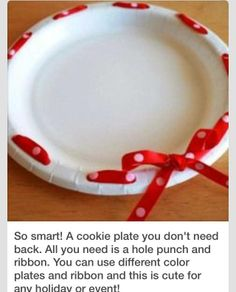 A cookie plate you don't need back. All you need is a hole punch and ribbon. You can use different color plates and ribbon and this is cute for any holiday or event! :) Great for Christmas or Easter gift giving. Food Gifts, Craft Gifts, Diy Gifts, Cookie Gifts, Cookie Tray, Holiday Crafts, Holiday Fun, Deco Table Noel, Do It Yourself Inspiration