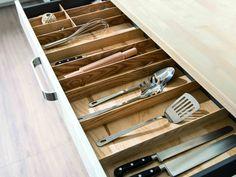 Image issue du site Web http://www.ideesmaison.com/Inspirations/Photos/Tiroir-de-rangement-pour-accessoire-de-cuisine-avec-interieur-en-bois-thumb-3008-630-473.jpg