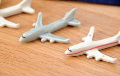飛行機(赤ライン)の箸置き - 箸置き専門ショップ 箸まくら