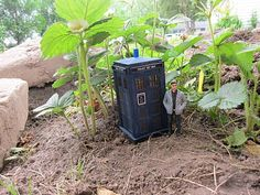 www.gscaletrain.blogspot.com  Dr. Who and Tardis G-Scale Garden Train Style