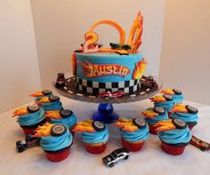 Bolo Hot Wheels, Hot Wheels Cake, Hot Wheels Party, Car Themed Parties, Cars Birthday Parties, New Birthday Cake, Birthday Cupcakes, Hotwheels Birthday Cake, Boys Cupcakes