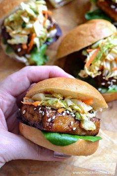 Korean BBQ Tofu Sliders with Kimchi Slaw . one of the BEST things you'll ever eat! Seriously, these sweet and spicy vegetarian sliders are full of delicious Korean flavors, yet they're simple to mak (Vegan Bbq Tofu) Veggie Recipes, Vegetarian Recipes, Cooking Recipes, Healthy Recipes, Firm Tofu Recipes, Vegan Sandwich Recipes, Tofu Sandwich, Vegetarian Barbecue, Korean Recipes