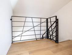 Garde-corps d'étage en métal entièrement personnalisé. Retrouvez toutes nos réalisations sur www.escaliers-passionbois.com/fr/escalier # garde-corps d'étage #métal #fer