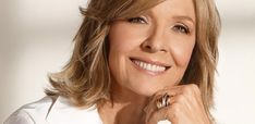 Diane Keaton plastic surgery made some people wonder if there was one or there was none. #DianeKeatonplasticsurgery #DianeKeaton #plasticsurgeonyork