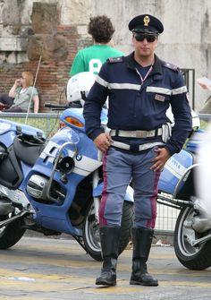 Polizia di Stato / Italian Police  (Chips?)! Awe !