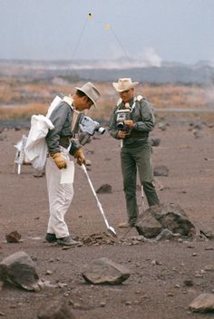 Apollo 13 astronauts Jim Lovell and Fred Haise train for the moonwalk they would never take part in Apollo 13 Astronauts, Nasa Astronauts, Moon Missions, Apollo Missions, Star Citizen, Jim Lovell, Apollo Space Program, Space Photography, Astronaut