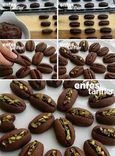 Karnıyarık Kurabiye Tarifi için Malzemeler 1 su bardağından biraz fazla pudra şekeri 125 gram tereyağı 1 yumurtanın sarısı 1 çay bardağı sıvı yağ 3 yemek kaşığı yoğurt 1 su bardağı nişasta 3 su bardağı kadar un Yarım paket kabartma tozu 1 paket vanilya 3 yemek kaşığı kakao Karnıyarık Kurabiye Yapılışı Kurabiye hamuru için kakao ve un hariç diğer malzemeleri yoğurma kabı içine alın ve karıştırın. Malzemeler karışınca ilk olarak kakaoyu ekleyin ve yine karıştırın. Kakaolu karışım içine unu…