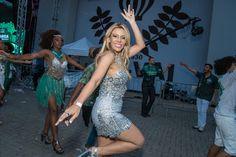 Paula Barrozo: ❤ Apresentadora e Youtuber Tais Lima é destaque em...