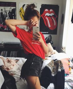 What is your favorite band tiahenricks Instagram Baddie, Instagram Pose, Poses Photo, Pic Pose, Picture Poses, Selfie Poses, Selfie Foto, Girl Outfits, Cute Outfits