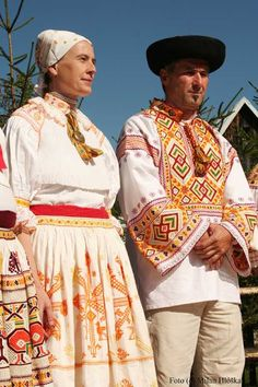 Hello all, Today I will talk about one of the most colorfully embroidered costumes of Slovakia, That of the village of Čičmany and v. Polish Embroidery, Costumes Around The World, Art Populaire, Folk Clothing, Folk Costume, World Of Color, My Heritage, People Of The World, Ethnic Fashion