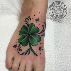 #клевер #Clover Four Leaf Clover Tattoo, Clover Tattoos, Mini Tattoos, Body Tattoos, Tatoos, Shamrock Tattoos, Foot Tattoos For Women, Plant Tattoo, Tattoo Designs
