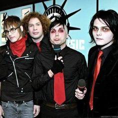My Chemical Romance - Mikey, Ray, Frank, Gerard Emo Band Memes, Mcr Memes, Emo Bands, Music Bands, My Chemical Romance, Frank Iero, Tim Burton, Mikey Way, Black Parade