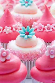 Beautiful pretty pink cupcakes - Bailey look at pintrest for who I got this from...great ideas!