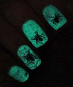 Angelina´s Nails & More: glow in the dark Halloween spiders