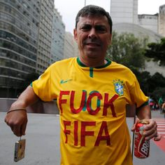 How So Many Football-Loving Brazilians Ended Up Hating the World Cup | VICE News