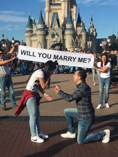 25 cuteness overload from disney proposal ideas 2 - Beauty of Wedding Cute Proposal Ideas, Proposal Pictures, Romantic Proposal, Perfect Proposal, Romantic Weddings, Wedding Pictures, Disney Engagement Pictures, Engagement Ideas, Engagement Rings