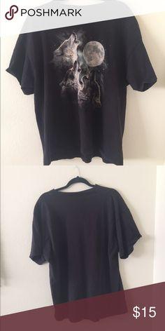 Vintage oversized wolf tshirt Vintage, distressed oversized wolf tshirt Tops Tees - Short Sleeve