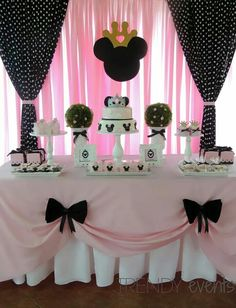 """Remember watching """"A Mickey Mouse Cartoon"""" and wishing your were Minnie Mouse for at least a day? You won't regret a Minnie Mouse quinceanera theme! Gold Birthday Party, Mickey Mouse Birthday, Princess Birthday, 2nd Birthday Parties, Birthday Party Decorations, Gold Party, Birthday Ideas, Party Party, 2nd Birthday Cakes"""