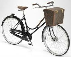 Imatges trobades pel Google de http://www.elitismstyle.com/blogazine/wp-content/uploads/2012/07/Moynat-Bicycle-main.jpg