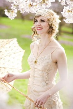 A gorgeous hair style with a nod to the 20's - perfect for a vintage styled Spring wedding 20s greatgatsby