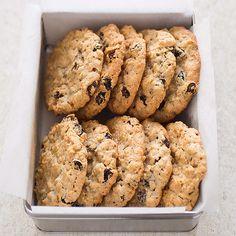 Big Chewy Oatmeal-Raisin Cookies