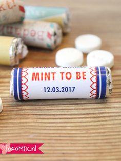 Deze Mini Mint to Be pepermuntrolletjes zijn leuke trouwbedankjes! Op de wikkel is ruimte voor jullie namen, de trouwdatum en de tekst 'Mint to Be'! Deze rolletjes zijn  betaalbare huwelijksbedankjes en ook in leuke andere ontwerpen verkrijgbaar!