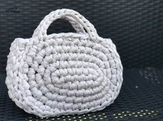 Capazo Midi de trapillo  | SANTA PAZIENZIA Crochet Bib, Chunky Crochet, Straw Bag, Sewing Patterns, Diy Crafts, Embroidery, Knitting, Accessories, Crocheted Bags