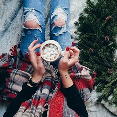 Christmas spirit from – Our house smells like pine and hot cocoa. It's the lit… Christmas Mood, Christmas Candles, Christmas Baby, Christmas Wishes, Winter Photos, Fall Pictures, Winter Ideas, Perfume Recipes, Solid Perfume