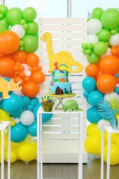 Colorful Dino Birthday Party - Pretty My Party - Party Ideas Dinosaur First Birthday, 1st Birthday Balloons, Boys First Birthday Party Ideas, First Birthday Decorations, Birthday Themes For Boys, Balloon Decorations Party, 1st Boy Birthday, Boy Birthday Parties, Dinosaur Party