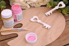 Ξύλινο Κλειδί 13cm WC4-0420-01  Χρησιμοποιήστε το κλειδί για να δημιουργήσετε πρωτότυπες μπομπονιέρες ή διάφορες χειροτεχνίες,για να στολίσετε τη λαμπάδα και το κουτί της βάπτισης, το τραπέζι των ευχών και το candy buffet.