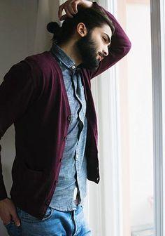 バーガンディカーディガン×デニムジーンズの着こなし【秋】(メンズ) | Italy Web