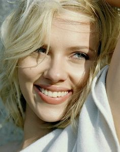 Scarlett Johansson Photo: This Photo was uploaded by Xemioli. Find other Scarlett Johansson pictures and photos or upload your own with Photobucket free. Scarlett Johansson Wallpaper, Scarlett Johansson Fotos, Beautiful Smile, Most Beautiful Women, Beautiful People, Gorgeous Lady, Perfect Smile, Stunningly Beautiful, Scarlett And Jo