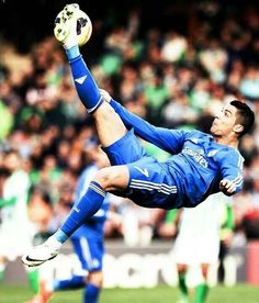 Ronaldo with an overhead kick Cr7 Ronaldo, Cristiano Ronaldo 7, Good Soccer Players, Football Players, Bicycle Kick, Chelsea, Real Madrid Players, Best Football Team, Football Stuff