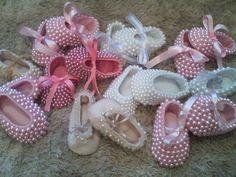 sapatinhos de bebe bordados em perolas