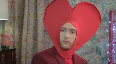 Captura vídeo: http://www.vogue.es/vogue-tv/fashion-drama/videos/fashion-drama-de-san-valentin-con-miriam-giovanelli-pablo-rivero-y-pelayo-diaz/2543