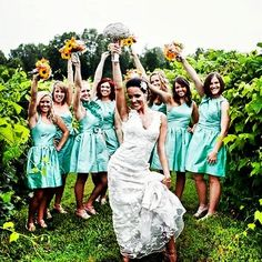 Love the Mint Green! Mindi Case's beautiful bridesmaids in Alfred Sung!