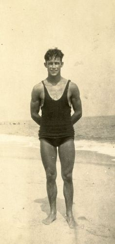 Vintage Man in swimsuit. - Photos of Handsome Vintage Men - Badeanzug Vintage Bathing Suits, Vintage Swim, Vintage Men, Vintage Gentleman, Vintage Pictures, Old Pictures, Old Photos, Vintage Beach Photos, The Last Summer