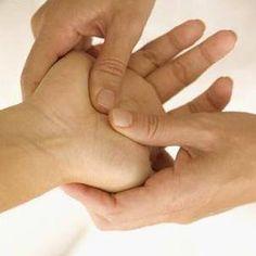 MASAJE MANOS (3):El masaje de manos relaja nuestros músculos y mejora todos los rangos de movimiento. Si sufres de túnel metacarpiano o dedo gatillo, notarás un gran alivio. El masaje de fricción por ejemplo, donde se estira ligeramente de los dedos, va a mejorar nuestros rangos de movimiento.ATENCION A DOMICILIO Cel: 991840226 sàbados y domingos s/15