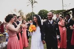 A história da Tiara e do Leandro é daquelas que é boa de ouvir tomando um café. O casamento deles, não só, foi a cara dos dois, mas feito por eles e por